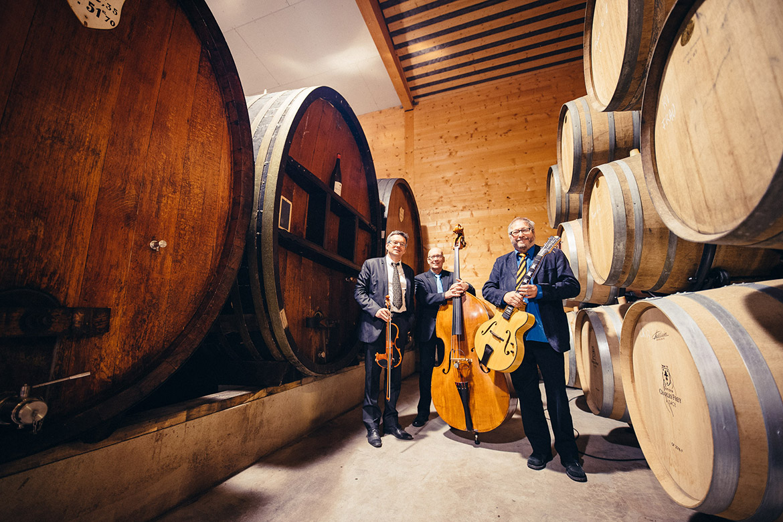 Das Cordology String Jazz Orchestra in den Kellern des Maison Charles Frey, in Dambach-la-Ville