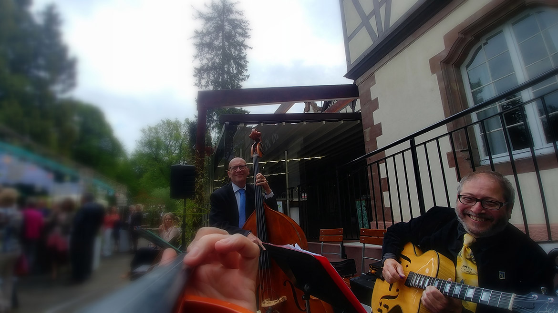 Gilou Haggen Bass bei einer Hochzeit